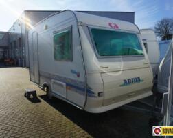 Adria Unica 360 Groot bed!